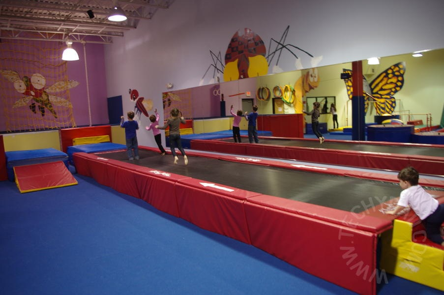Kids birthday party place and an indoor playground in for Indoor party places for kids